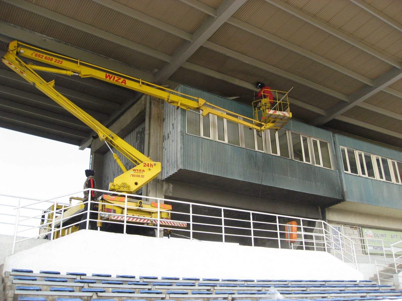 24. Stadion MOSiR Piła - czyszczenie konstrukcji stadionu