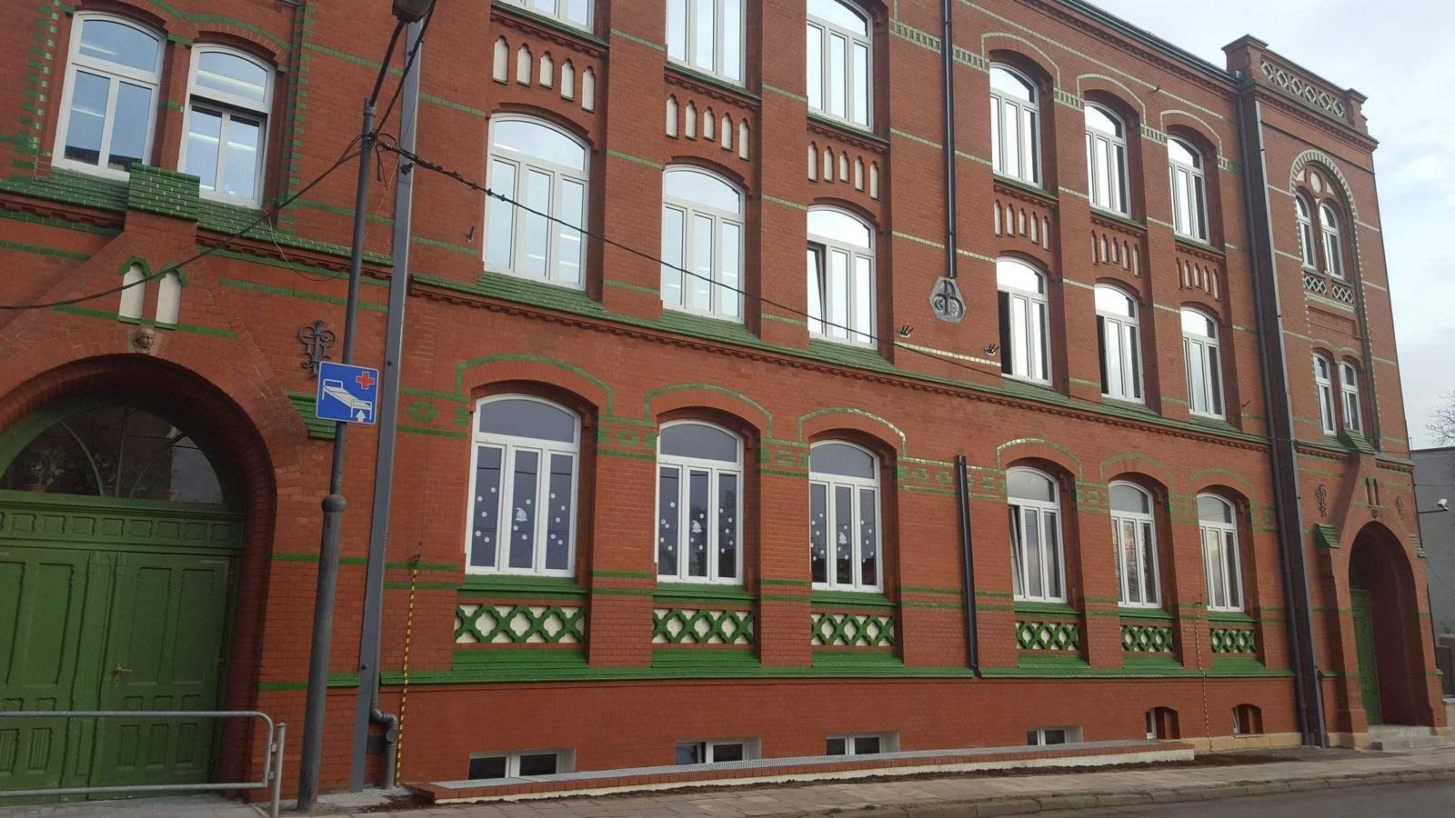 02 Zespół Szkolno-Przedszkolny nr 4 Katowice.jpg